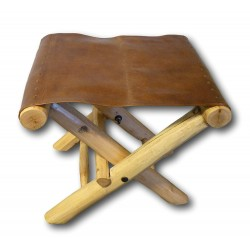 Klapphocker mit Sitzfläche aus Leder